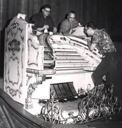 historic image of the Mighty Wurlitzer Organ