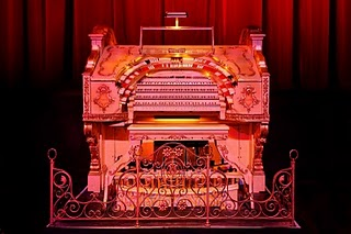 image of the Mighty Wurlitzer Organ